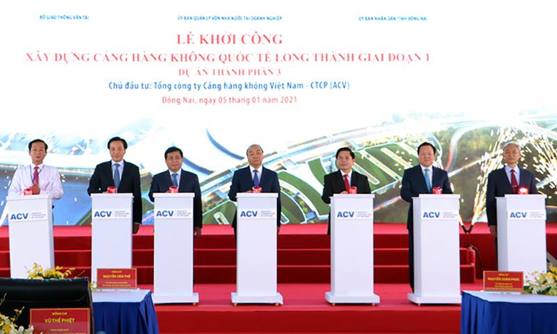 Thủ tướng Nguyễn Xuân Phúc và các đại biểu bấm nút khởi công