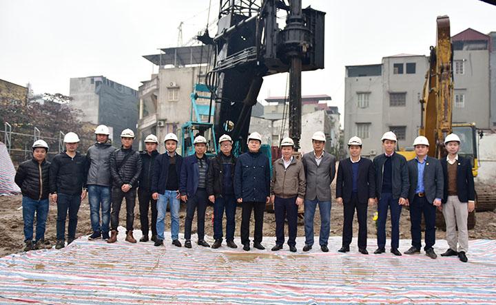 Các đại biểu tham dự lễ động thổ thi công cọc thí nghiệm dự án CONINCO TOWER