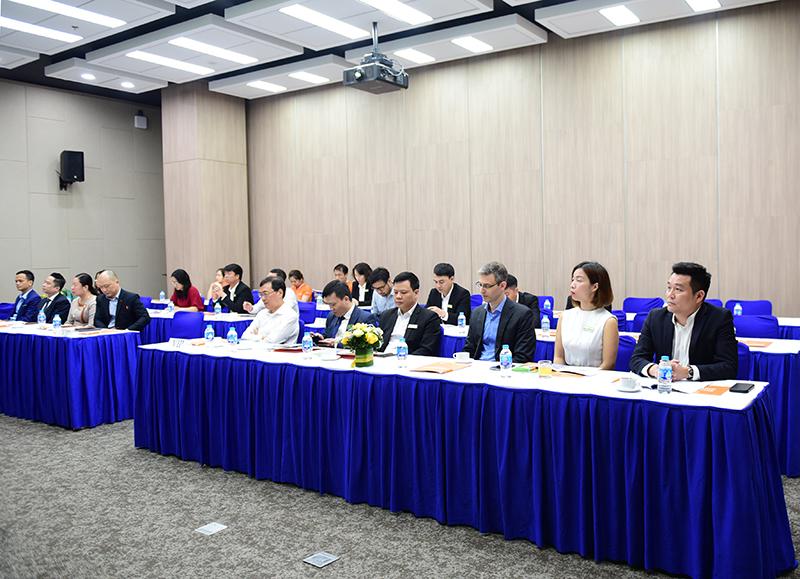 Phó TGĐ Nguyễn Đăng Quang (ngoài cùng bên phải) tại sự kiện