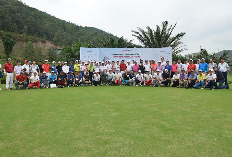 Các golfer tham dự giải CONINCO Golf Tournament 2021 mừng sinh nhật CONINCO 42 năm