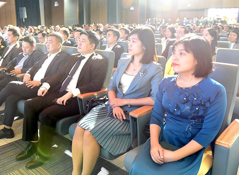 Tổng Giám đốc TS. Hà Minh (thứ 3 từ phải sang) tham dự buổi lễ