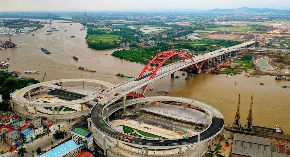 Vòm chính của cầu Hoàng Văn Thụ có kết cấu ống thép nhồi bê tông nhịp 200m là vòm nhịp lớn nhất Việt Nam hiện nay