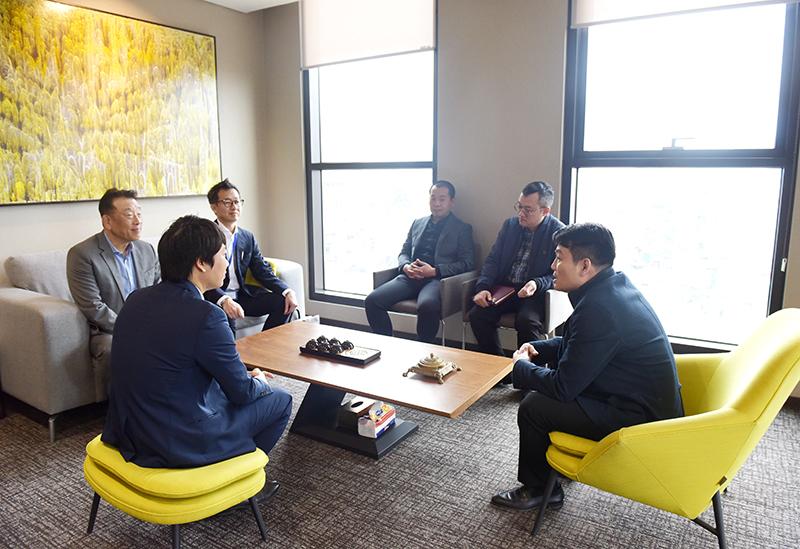 Phó Tổng Giám đốc KTS. Nguyễn Đăng Quang trao đổi công việc của chuyên gia HASEKO trong thời gian công tác tại CONINCO