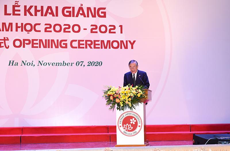Hiệu trưởng Trường Đại học Việt Nhật – GS. Furuta Motoo phát biểu tại buổi lễ