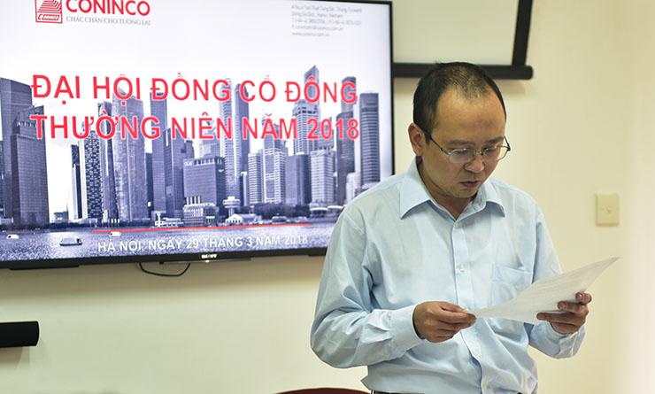 Ông Lê Minh Hoàng - Thư ký đại hội thông qua biên bản và các Nghị quyết của Đại hội