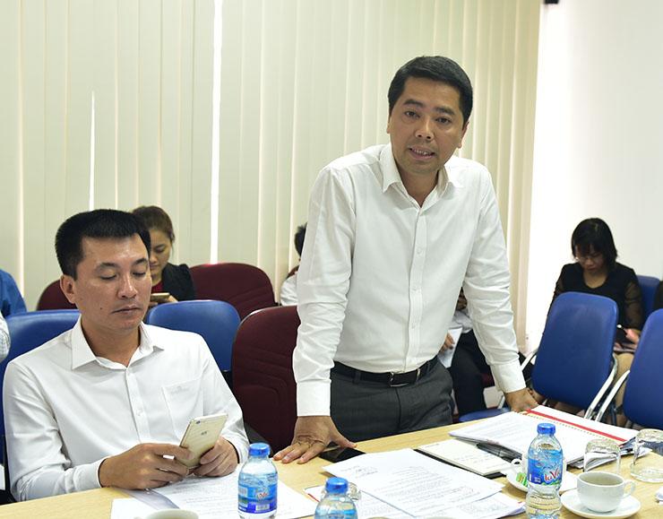 Ông Lê Xuân Tường - Trưởng phòng Tài chính kế toán trình bày báo cáo về kết quả chào bán và tình hình sử dụng vốn thu được từ đợt phát hành cổ phiếu tăng vốn điều lệ từ 44 tỷ đồng lên 68 tỷ đồng
