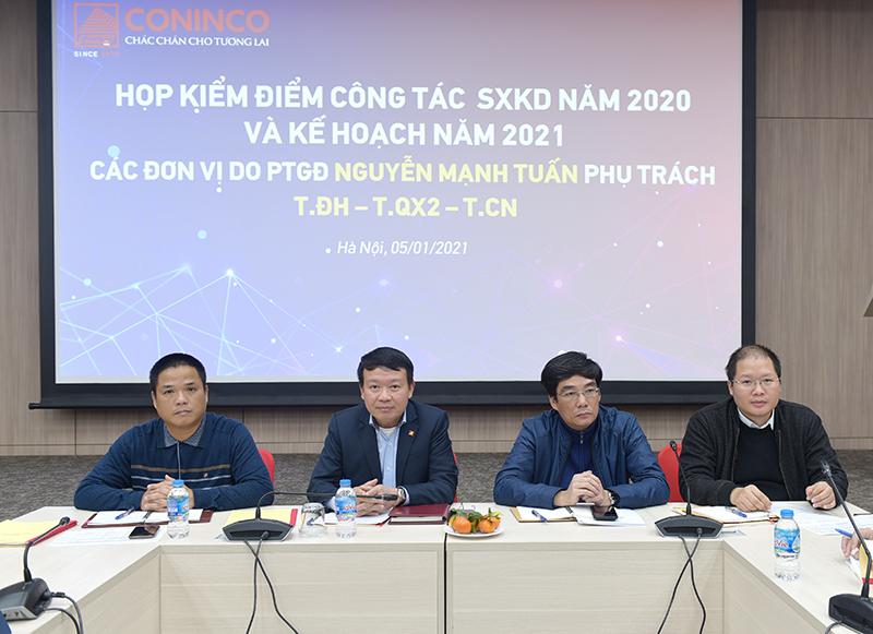 Ủy viên HĐQT, PTGĐ Nguyễn Mạnh Tuấn (thứ 2 từ trái sang) chỉ đạo hội nghị
