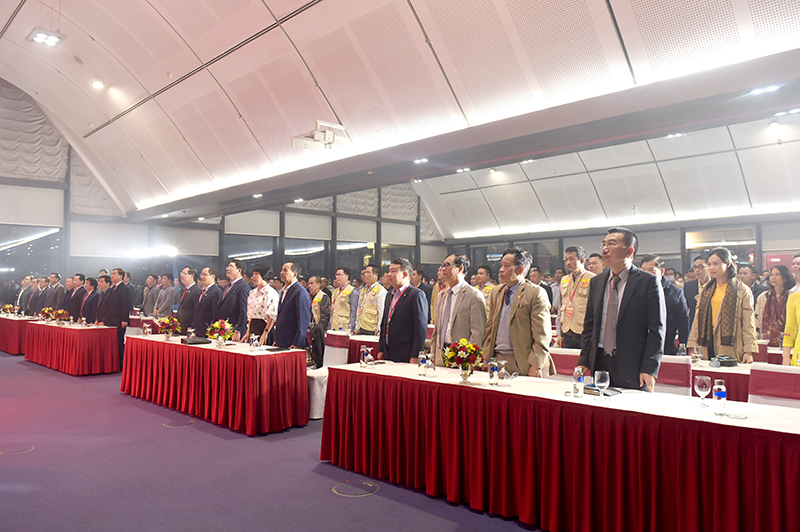 Chủ tịch HĐQT Nguyễn Văn Công (Hàng 1 thứ nhất từ phải sang) cùng đoàn giám khảo CONINCO tại lễ bế mạc Hội thi