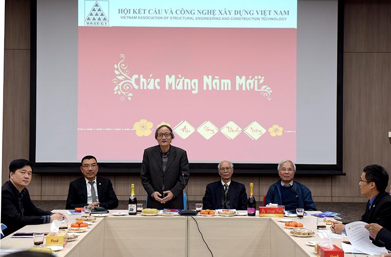 GS. TSKH Nguyễn Văn Liên - Chủ tịch Hội đã gửi lời chúc mừng năm mới tới toàn thể hội viên