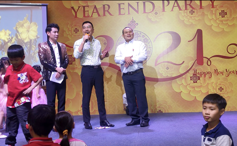 Những phần quà của Chủ tịch HĐQT và Ban lãnh đạo Chi nhánh đã có chủ, hi vọng một năm mới may mắn, hạnh phúc và thành công