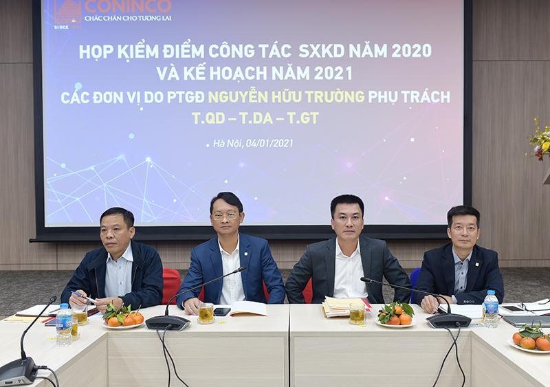 PTGĐ Nguyễn Hữu Trường (thứ 2 từ phải sang) chỉ đạo hội nghị