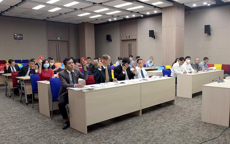 Các đại biểu thông qua chương trình Đại hội