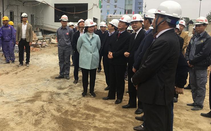 Bộ trưởng Bộ Xây dựng Phạm Hồng Hà kiểm tra công trường Nhà máy chế biến suất ăn hàng không Nội Bài