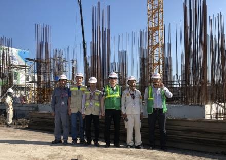 TS. Hà Minh - TGĐ CONINCO (thứ ba từ phải sang) thăm công trường dự án